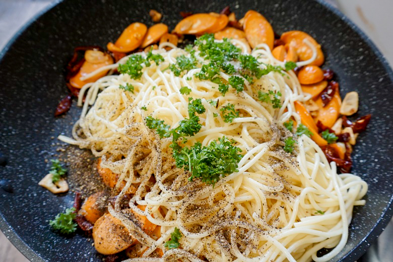 garlic and dried chilli spaghetti with cheese sausage 17