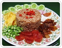 http://pim.in.th/images/all-one-dish-food/mixed-cooked-rice-with-shrimp-paste-sauce/Mixed-Cooked-Rice-wit-%20Shrimp-Paste-Sauce-01.JPG