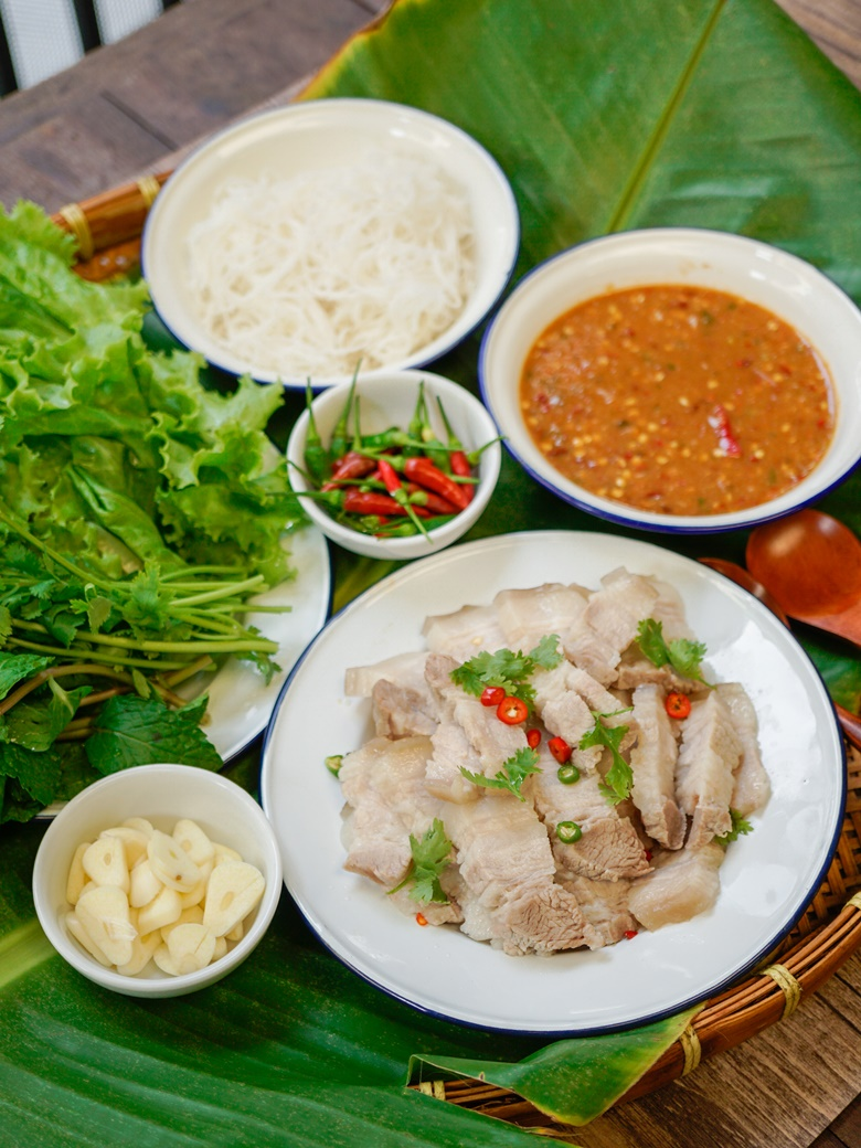 pork and rice vermicelli with vegetable wrap 20