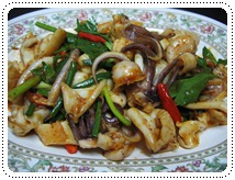 http://pim.in.th/images/all-one-dish-shrimp-crab/fried-squid-with-salted-red-egg/fried-squid-with-salted-red-egg-001.jpg
