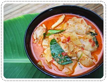 http://pim.in.th/images/all-side-dish-chicken-egg-duck/chicken-in-red-curry-with-sour-bamboo-shoot/kang-kai-normaidong-02.JPG