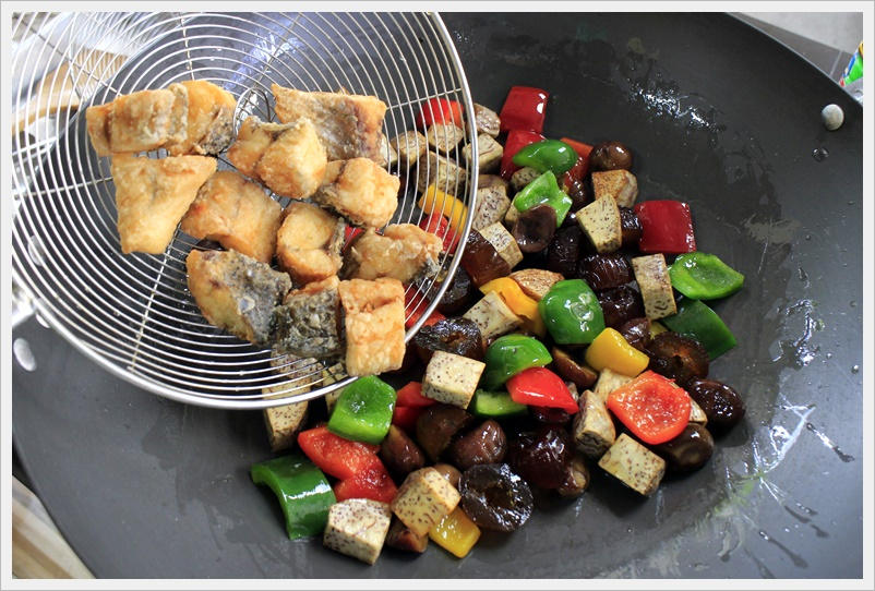 fried fish with fruits 10