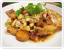 http://pim.in.th/images/all-side-dish-fish/pla-tubtim-tod-yum-takrai/pla-tubtim-tod-yum-takrai-01.JPG