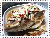 http://pim.in.th/images/all-side-dish-fish/steamed-big-head-fish-with-salt-plum-sauce/000.JPG