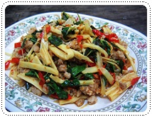http://pim.in.th/images/all-side-dish-pork/fried-bamboo-shoot/spicy-fried-bamboo-shoot-with-pork-01.JPG