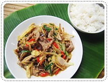 http://pim.in.th/images/all-side-dish-pork/pad-khing-moo/pad-khing-moo-01.JPG
