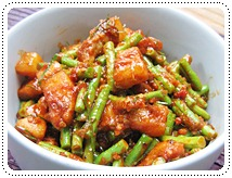 http://pim.in.th/images/all-side-dish-pork/spicy-fried-pork-with-yard-long-bean/spicy-fried-pork-with-yard-long-bean-02.JPG
